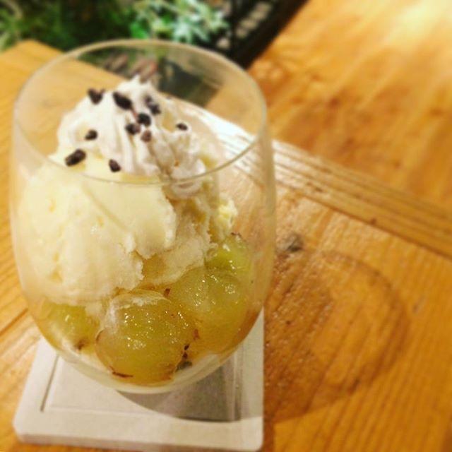 岡山ピオーネがたくさん送られてきたので、アイスに盛ってパフェにしてみた。もう秋なのに、、、 #パフェ #ピオーネ #デザート #葉の園 #ハーブティーのお店 #埼玉カフェ (Instagram)