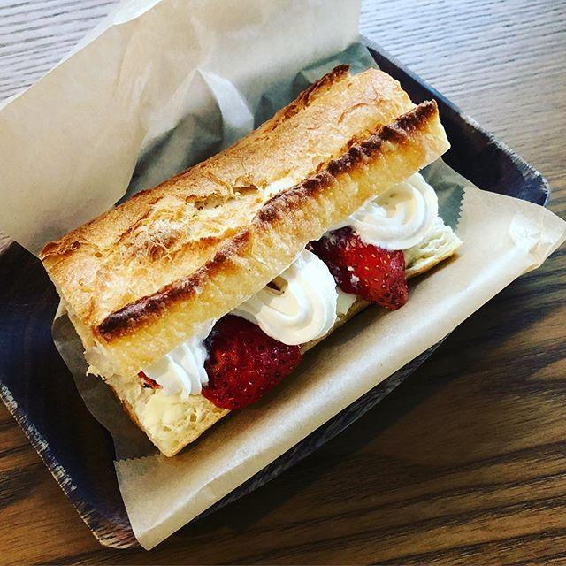 今週はトーストサンド(フルーツ&クリーム)もあります。#トーストサンド #フルーツサンド #いちごのサンドイッチ #クリームチーズ #上尾 #カフェ #カフェ好きな人と繋がりたい (Instagram)