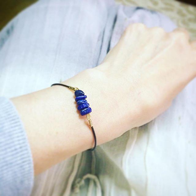 ラピスラズリのブレスレット。自分へのご褒美。とってもお気に入り。上尾の舞夢さんで#ラピスラズリ #ブレスレット #上尾 #舞夢 #天然石 (Instagram)