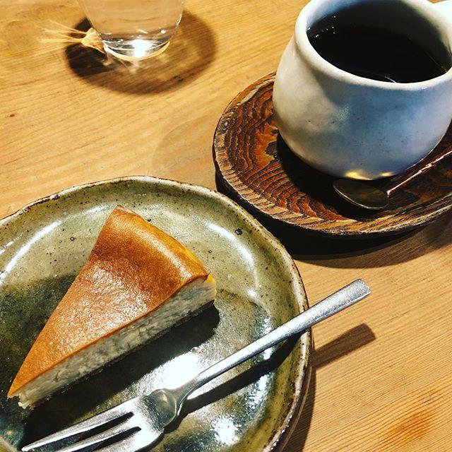久しぶりに温々へ。このチーズケーキ????めちゃうまい️久しぶりに美味しいケーキ堪能しました。器もストライク#カフェめぐり #温々 #埼玉カフェ #チーズケーキ #ぬくぬく (Instagram)