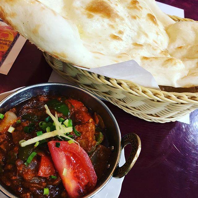 大好きなネパールカレー屋さんへ。#マサラカレー #スパイス効いてる #春日部 #サイナ #ネパールカレー #中辛は辛いよ #ナンがでかい (Instagram)