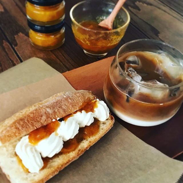 梅ジャム仕込みました。甘くそしてほんのり酸味のきいた完熟梅のジャムです。まるで杏のような甘さ。疲れた身体をリフレッシュしてくれます。今週来週のフルーツトーストサンドでお出ししますよ。#梅ジャム #トーストサンド #完熟梅 #上尾 #カフェ (Instagram)