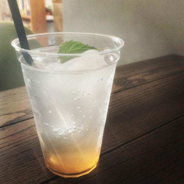 今週から梅シロップソーダ始めます。甘酸っぱくてさっぱりしたソーダ水は、夏の疲労回復にはとってもおススメです#梅シロップ #梅シロップソーダ #上尾カフェ #ドリンク #夏 #ソーダ #soda #ハーブカフェ (Instagram)