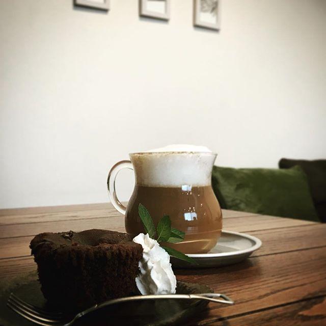 チコリコーヒーラテのホットもあります。葉の園のチコリコーヒーはショコラの香りがして美味しいです#チコリコーヒー #ラテ #アートは出来ない #上尾 #カフェ (Instagram)