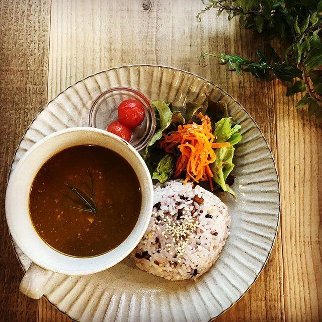 金曜土曜限定の葉の園オリジナルスパイスのカレーはベースはオーガニックカレー。ひき肉の代わりにベジハムをひき肉風にしてヴィーガンカレーとしてご提供しています❣️ #本日のカレー #ヴィーガン #カレー #オーガニック #上尾ランチ #スパイスカレー (Instagram)
