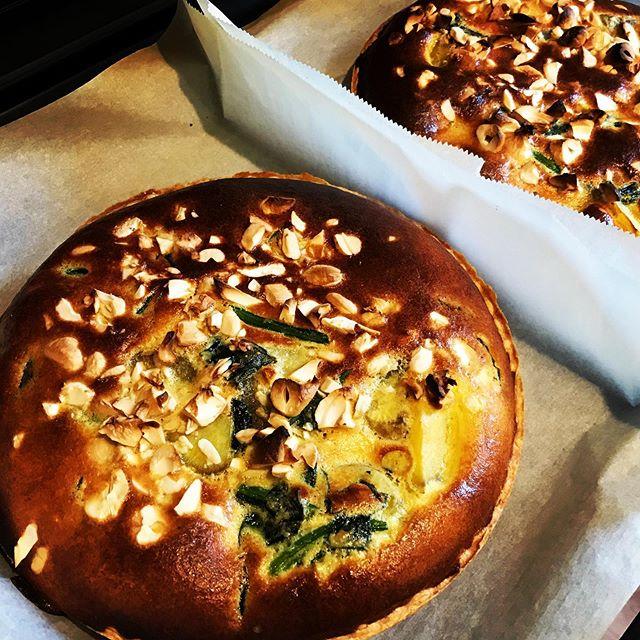 サツマイモとほうれん草とカシューナッツの豆乳キッシュが焼きあがりました!今日も元気に営業中です!皆さまのお越しをお待ちしております#キッシュ #quiche #サツマイモ #オーガニック #カシューナッツ #上尾カフェ #上尾ランチ #身体に優しい (Instagram)