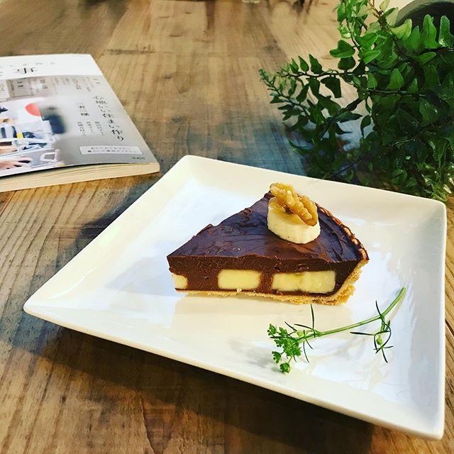 おはようございます。日替わりスイーツは、バナナ&チョコレートスプレッドケーキです。お豆腐をベースに作ったチョコレートスプレッド。とってもヘルシーバナナと胡桃のトッピングでどうぞ。今日も暑くなりそう。気をつけていらしてくださいね。お待ちしております。#ヘルシースイーツ (Instagram)