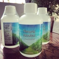 ナチュラルアルコール、届きました。サトウキビの糖蜜から蒸留した天然発酵アルコールで、お子様にも安心してお使いいただけます。ちょうどなくなりそうなこのタイミングで運良く入手。ラッキーでした。#アルコール #身体に優しい #精油